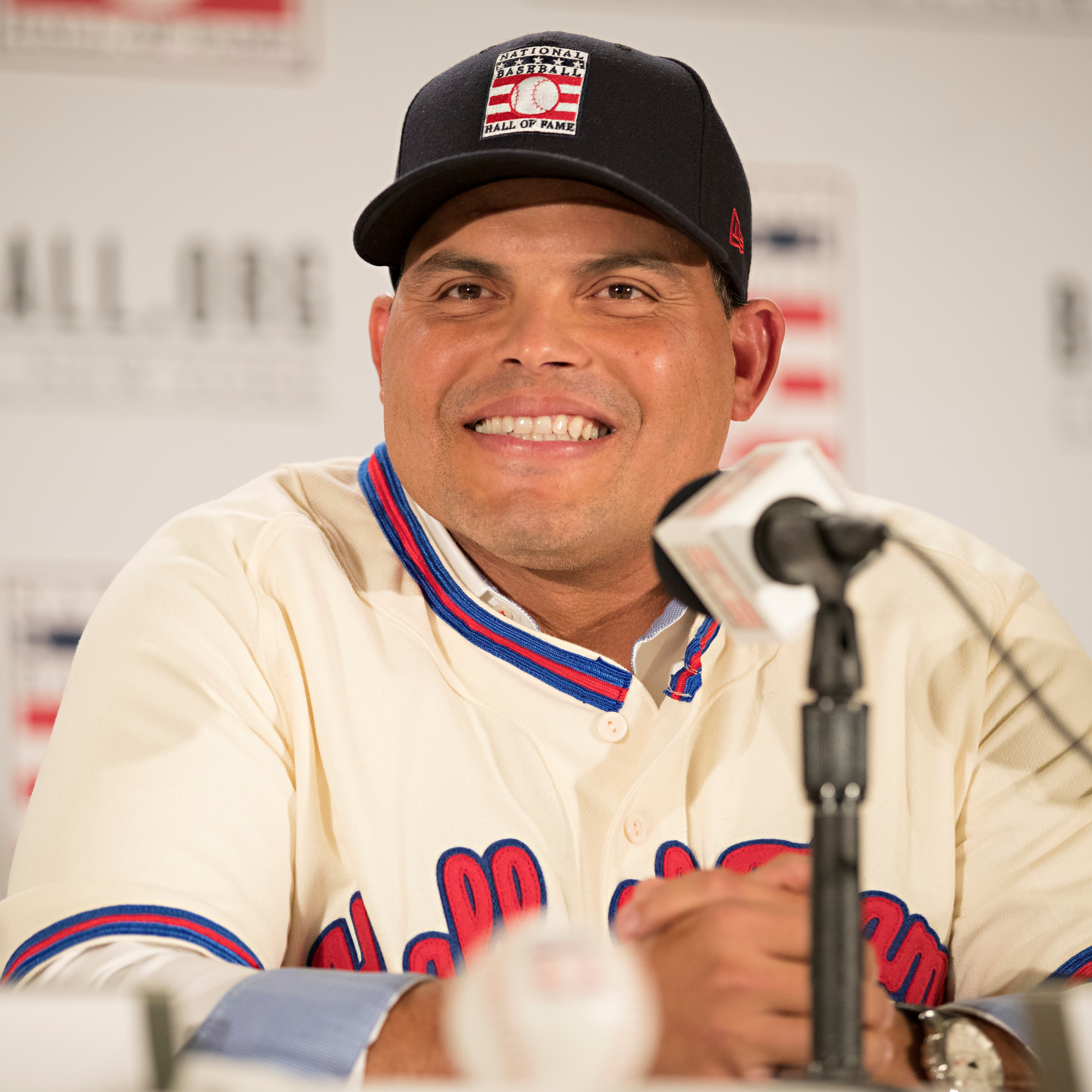 """Get Personalized Video Messages from Ivan """"Pudge"""" Rodriguez on Celevideos"""