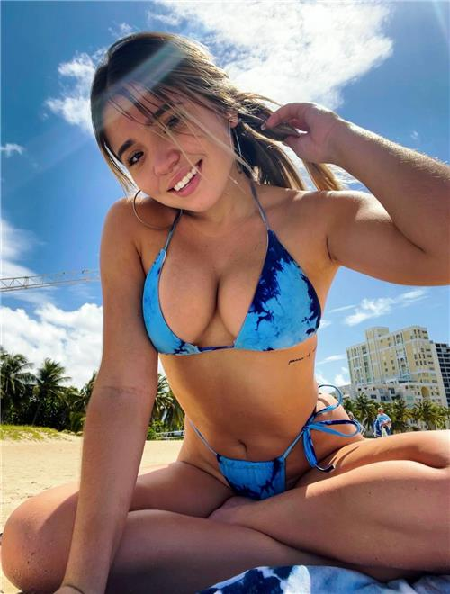 Get Personalized Video Messages from Andrea Gisela - A new celebrity on Celevideos